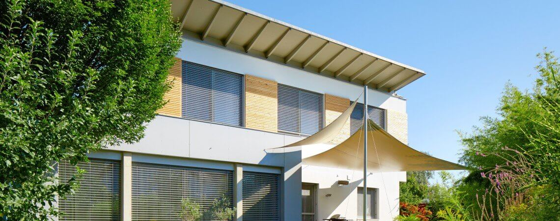 Die Lakra Baufinanzierung ermöglicht Ihnen für einen konkurrenzlos günstigen Zinssatz den Erwerb eines Altbaus oder Kauf eines Neubaus